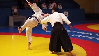 Ando Tsuneo (8 dan Yoshinkan Aikido).Hidden Aikido details.
