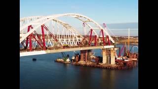 Автодорожную арку моста в Крым закрепили на проектной высоте
