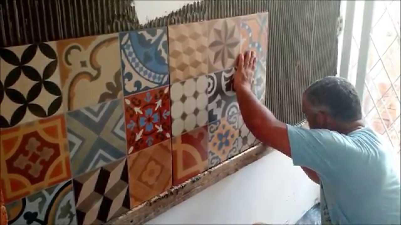 Como colocar porcelanato na parede, porcelanato estilo ladrilho hidráulico  -> Como Colocar Pia De Banheiro Na Parede