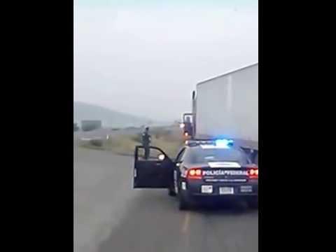 #Video #Viral Balacera En Vivo Policía Federal Realiza Disparos (Detonaciones) A Chofer De Trailer