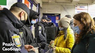 Такси за 500 гривен и пустые троллейбусы. Как киевляне добирались на работу в первый день локдауна?