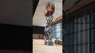 2875. 천장 페인트 등 이물질 청소 작업입니다. 홈…