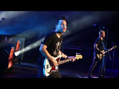 Blink 182 X KINGS OF THE WEEKEND LIVE CONCERT
