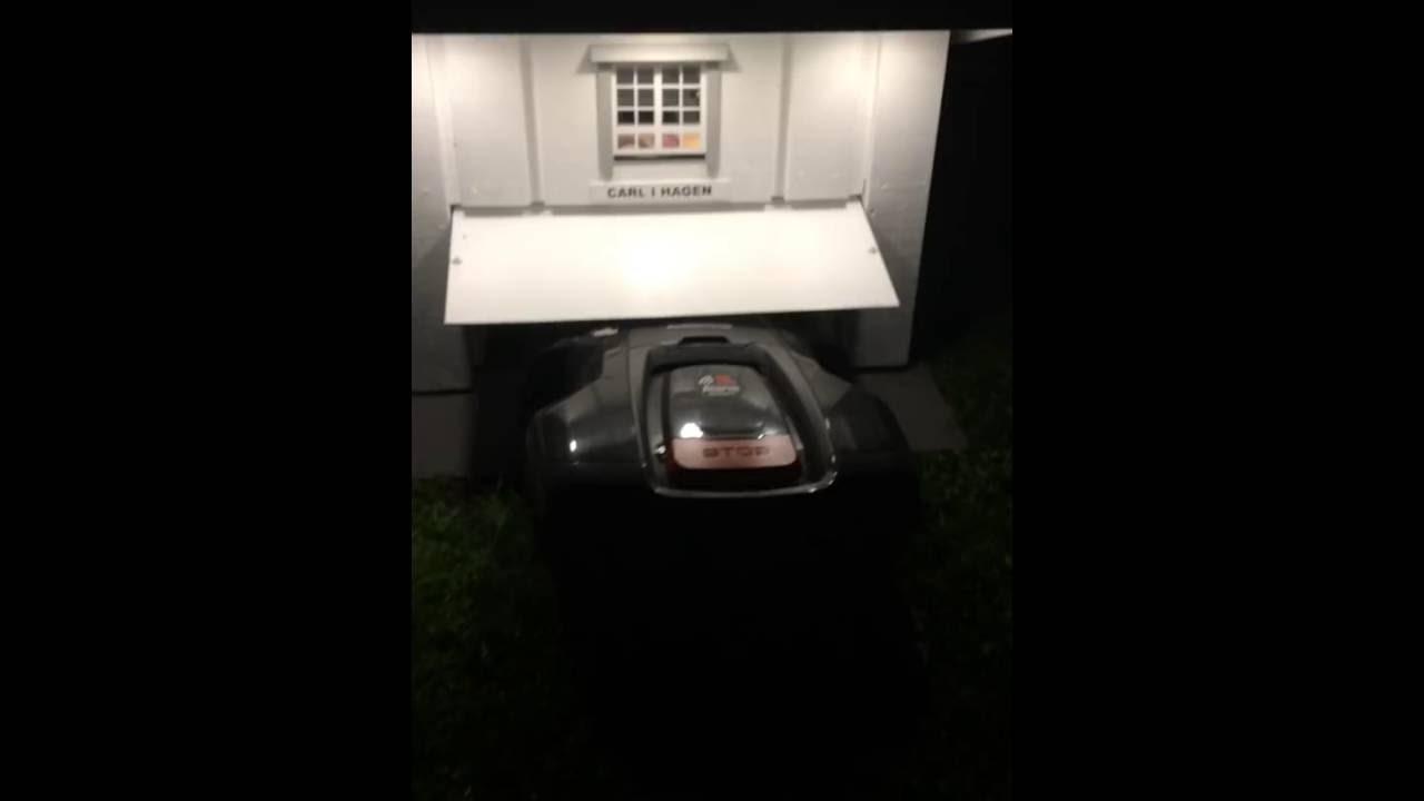 leaving garage husqvarna automower robotic lawnmower garasje robotgressklipper robotklipper. Black Bedroom Furniture Sets. Home Design Ideas