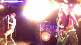 愛、自由、破壊求め叫ぶ集団 E-STONE ギター KOUSKE ベース KENBOW ドラム HEY-HATI ウェブサイト e-stone.jimdo.com.