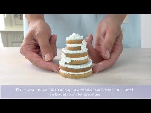 bake-club-presents:-how-to-make-tiered-wedding-cookie-cakes
