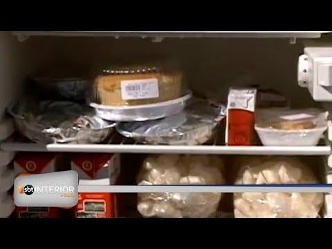 Moradora coloca geladeira cheia de alimentos na rua para ajudar quem precisa