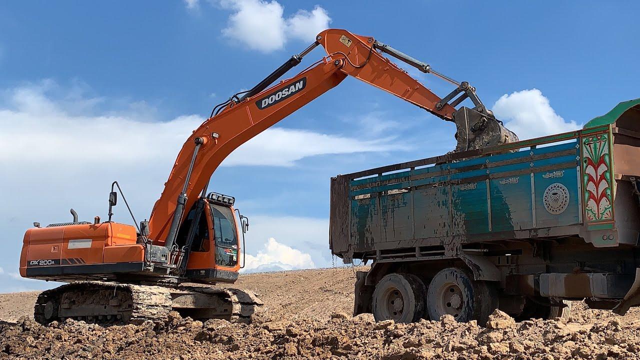รถแม็คโครดูซาน Excavator DOOSAN  DX200A ตักดินใส่รถบรรทุกสิบล้อดั้มดิน Dump Trucks | ชินกฤช  ว่องไว