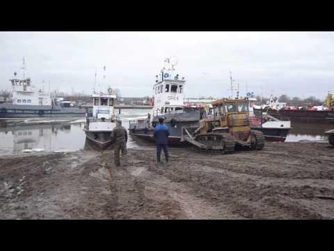 видео: Теплоход сталкивают в воду-2.mov