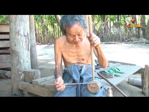 Karen Old Man sing with hand made coconut husk string Instrument - © 50Media Myanmar Channel