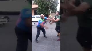 VIDEO  Estaba con su nene y se resistió a las trompadas al secuestro de la moto