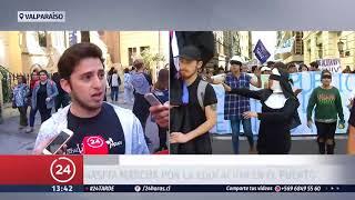 Marcha convocada por la Confech termina con incidentes en Santiago