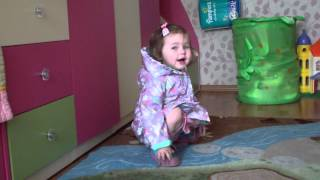 Девочка 2 года читает стихи