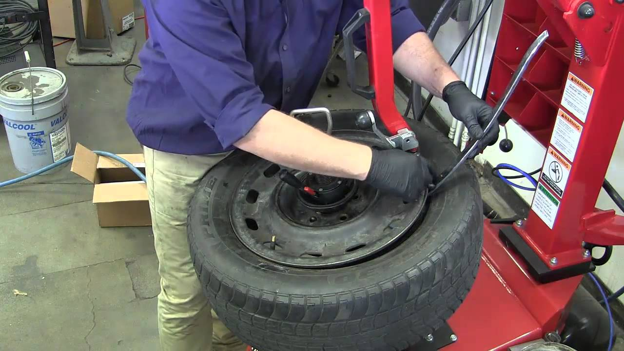 Mount And Balance Tires >> Hunter TC 3700 tire machine demonstration for removal and ...