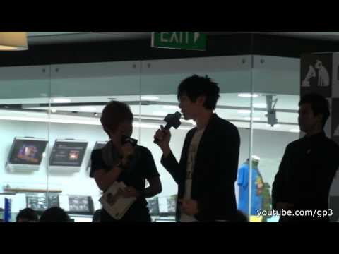 JJ Lin 林俊傑 entering HMV after the autograph session