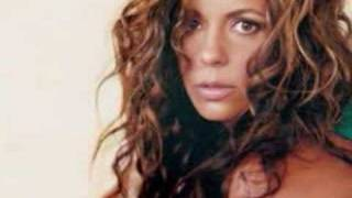 Watch Sara Evans Every Little Kiss video