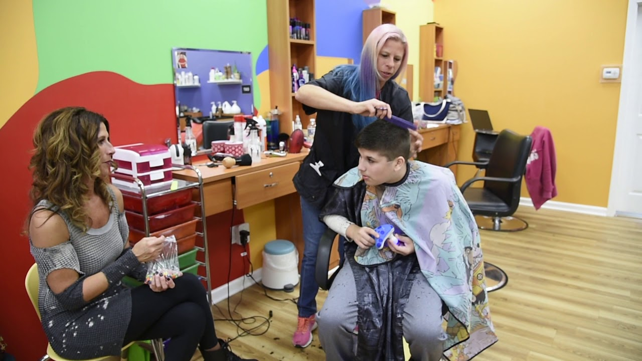 Wiggle Worms provides haircuts for autistic kids