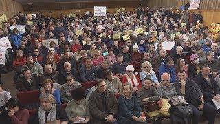 UTV.  300 обманутых дольщиков собрались в Уфе и попросили власти Башкирии о помощи