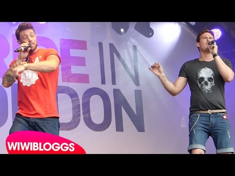 """Live: Blue """"King of the World"""" (Colours) @ London Pride 2015 (Trafalgar Square)   wiwibloggs"""