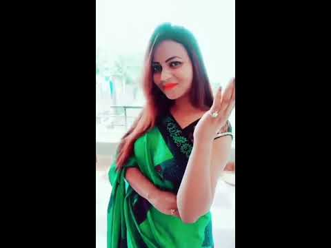 [video] Dubai Aunty Hot Swimming And Sexy Saree With Hot Hot Expression