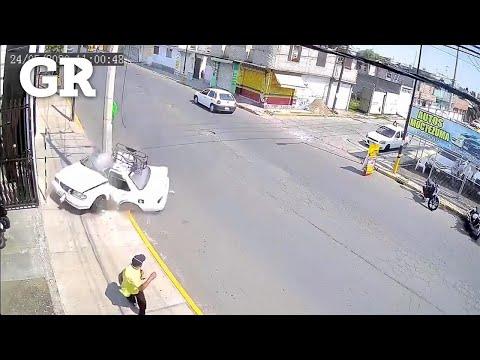 Choca taxista con poste y muere