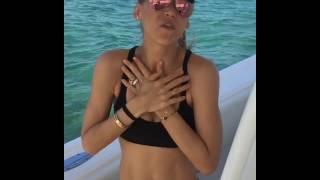 Анна Курникова поет на яхте
