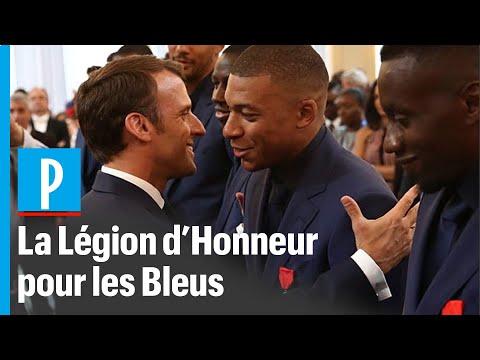 Macron décore les