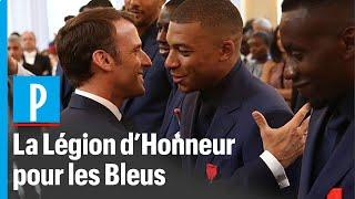 Macron décore les Bleus à l'Elysée
