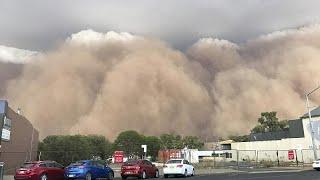 شاهد: بعد الحرائق والأمطار.. عاصفة ترابية تجتاح أستراليا وتحول نهارها إلى ليل …