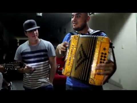 Marito Aguilar tocando