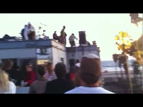 Red Hot Chili Peppers - Adventures of Rain Dance Maggie + Give It Away Now live in Venice Beach