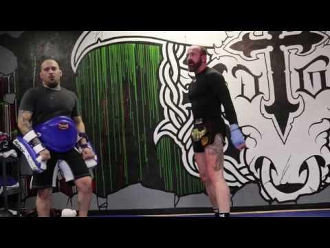 Kru Clinton Smith Demonstrates a proper knee