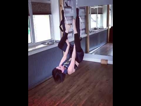 Алика смехова показала любимые позы в йоге