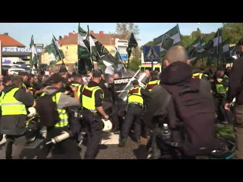 Stenkast og tumult under nazi-demonstration i Göteborg