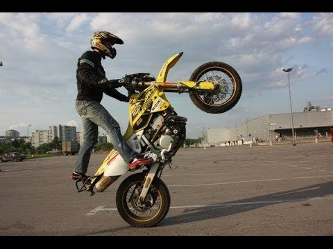 Ktm Motocross Wallpaper Hd Suzuki Drz 400 Sm Supermoto Stunt Killing Streets Wheelie
