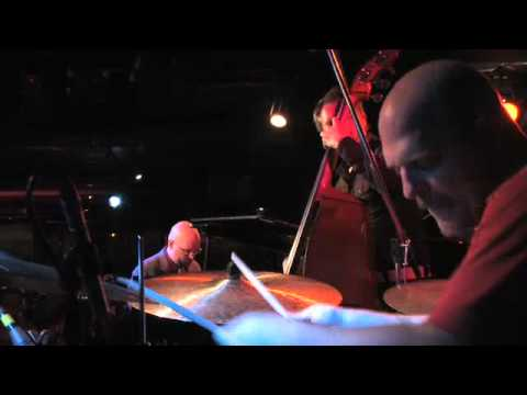 video:The Bad Plus - Everybody Wants  To Rule The World