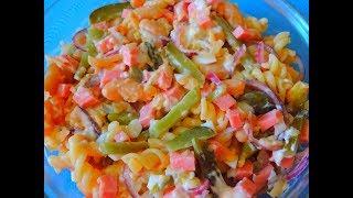 Очень вкусный, оригинальный салат с овощами, яблоком и макаронами.