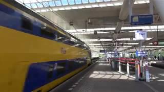 NS VIRM 9557 komt door station Duivendrecht