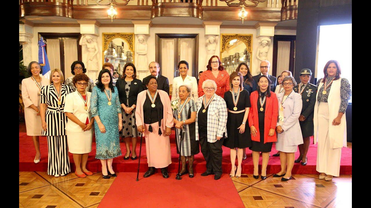 Presidente Danilo Medina otorga Medalla al Mérito a 13 mujeres dominicanas, por sus aportes al país