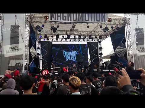 DEAD WITH FALERA - KHAYALAN TINGKAT TINGGI(NOAH COVER) LIVE AT MAGNUMOTION 2018