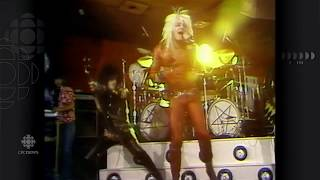 Gambar cover Cruesing Through Canada, Motley Crue in Edmonton, June 9, 1982