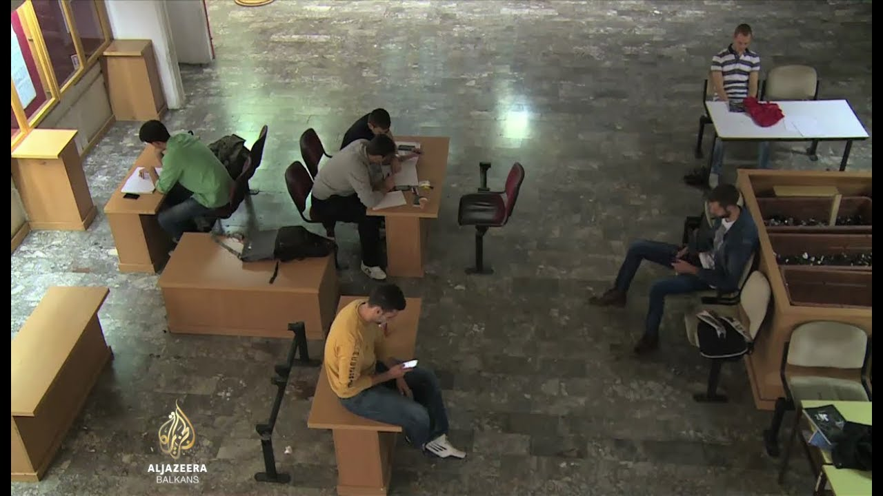 Slikovni rezultat za Mladi masovno žele napustiti Crnu Goru