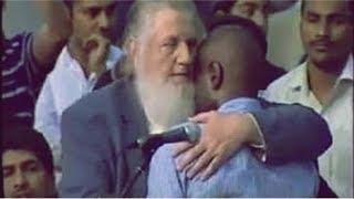 مسيحي يبكى ويعتنق الإسلام بعد جواب يوسف إستس المذهل !!