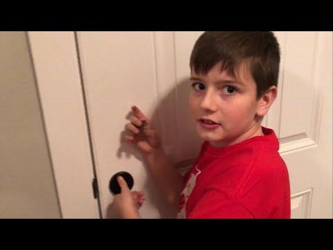 Kid Temper Tantrum Locks Santa Outside During Family Christmas Party [ Original ]
