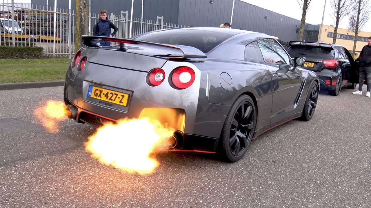 nissan gt r r35 crazy revs flames youtube