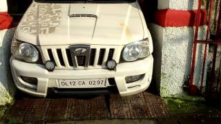 Driving in India   Tight space to park a Scorpio