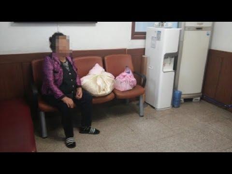 Когда полиция нашла эту старушку, у нее было два свертка. То, что лежало в них, доводит до слёз