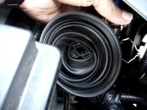 REPLACE BULBS H4 NISSAN JUKE - YouTube