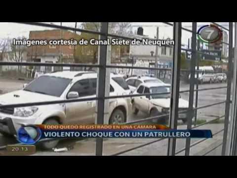 Así fue el tremendo choque entre un patrullero y un auto particular en el Bajo