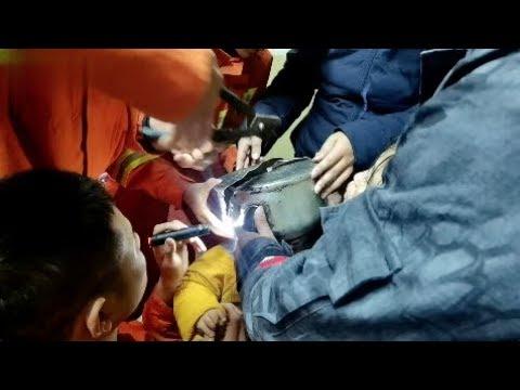 Luis Treviño - Niño Queda Con La Cabeza Atorada, Bomberos Intentan Salvar Su Vida!